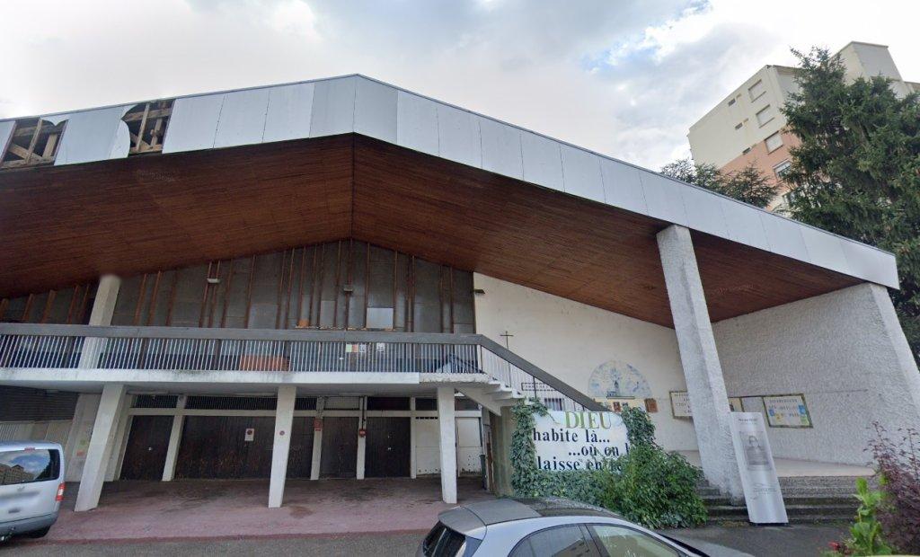 Une quarantaine de jeunes migrants africains occupent cette église à Grenoble. Crédit : Google Street View