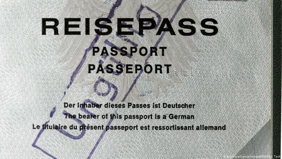 A German passport with 'invalid' stamp on it | Photo: Picture-alliance/imageBROKER/J.Tack