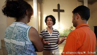 يثير رفض طلبات لجوء أشخاص يعتنقون المسيحية في الدول الأوروبية الجدل حول آلية الحكم على ملفاتهم والتحقق من نواياهم