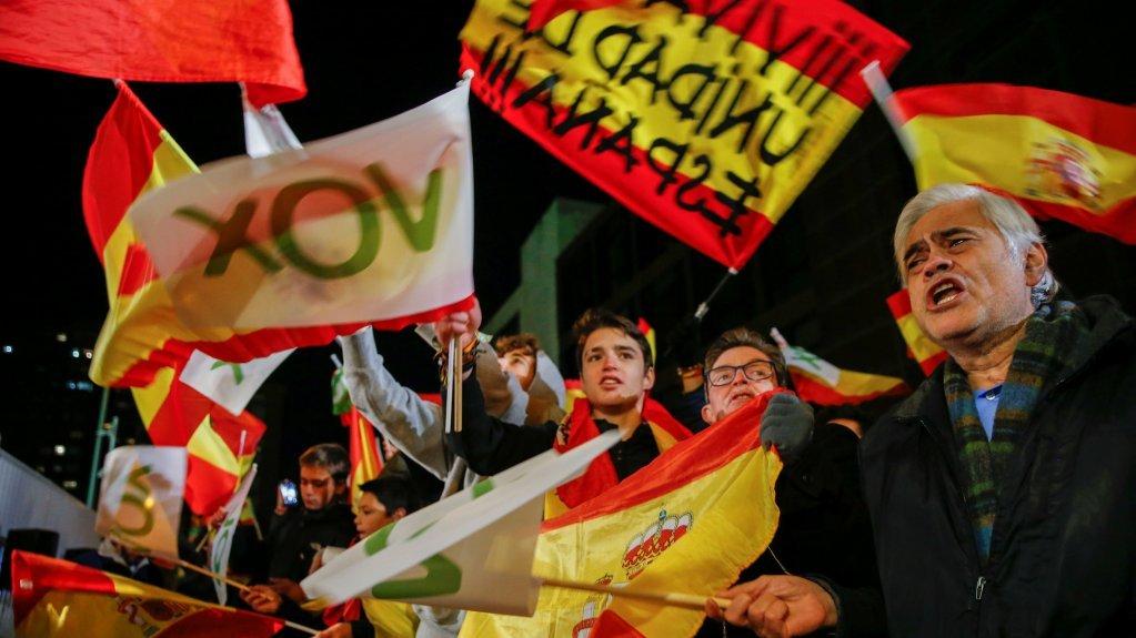 """مؤيدو حزب """"فوكس"""" عقب فوز الحزب بـ52 مقعدا في الانتخابات التشريعية الإسبانية. المصدر:رويترز"""