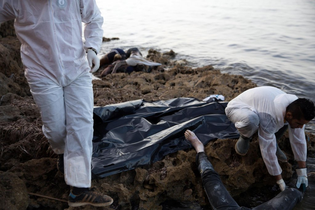 Members of the Libyan Red Crescent are seen recovering the bodies of migrants that washed ashore east of Tripoli | Photo: EPA/STRINGER