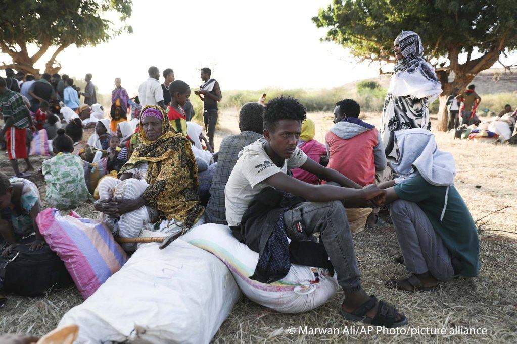 Ethiopian refugees in eastern Sudan on November 18, 2020   Photo: AP Photo/Marwan Ali/picture-alliance
