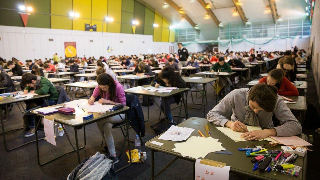 شاگردان در حال سپری کردن کانکور.  عکس از فلیکر.