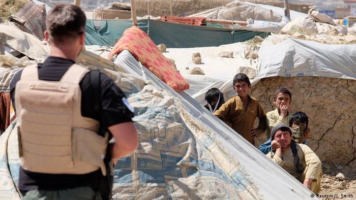اداره هماهنگی کمک های بشری سازمان ملل میگوید که در ده ماه گذشته امسال بیش از ۳۷۵ هزار شهروند افغانستان از محلات اصلی شان بیجا شده اند.