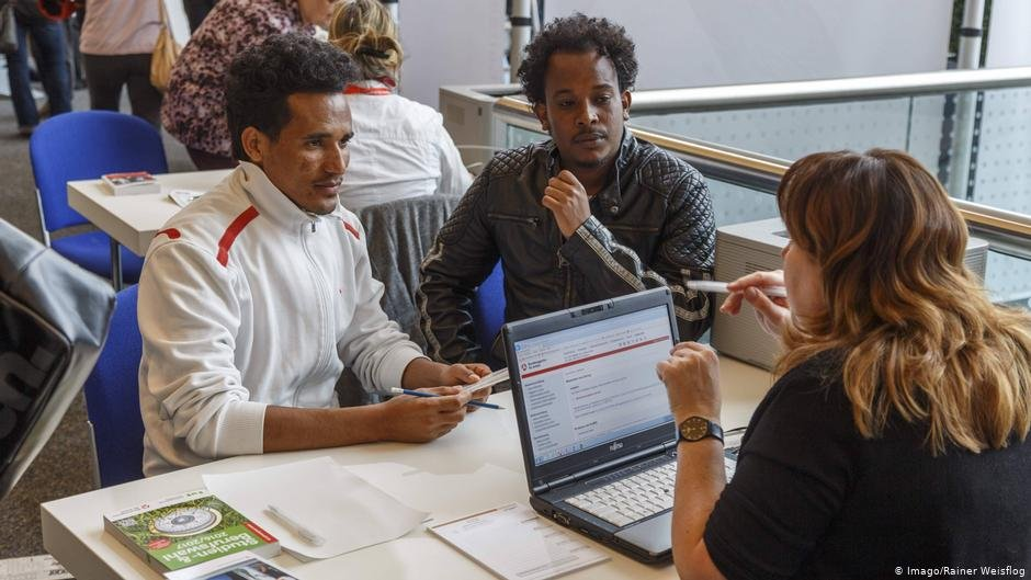 More and more asylum seekers are finding work in Germany   Photo: Imago/Rainer Weisflog