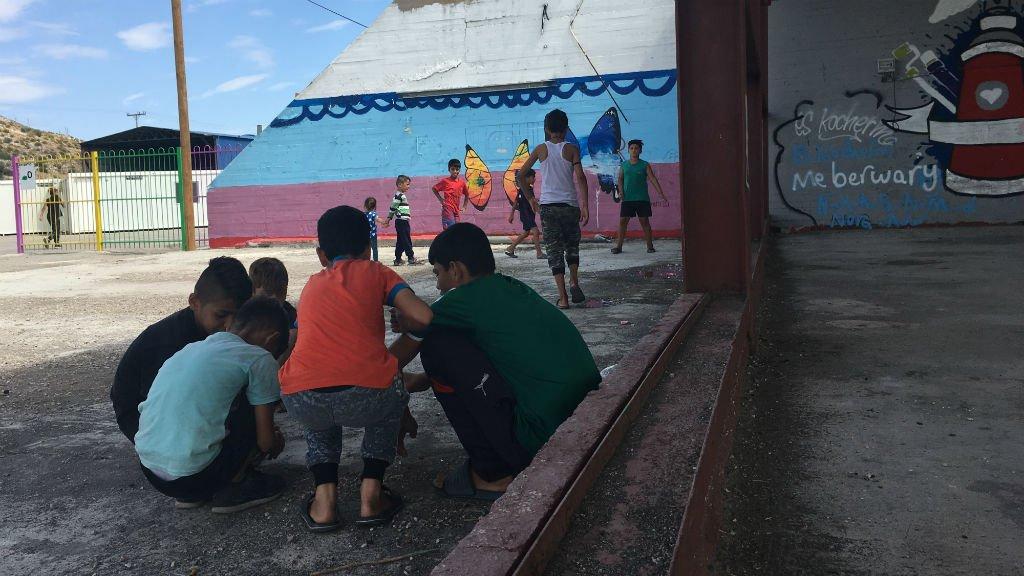 Des enfants dans le camp de réfugiés de Skaramagas, à Athènes, en 2017. Crédit : InfoMigrants