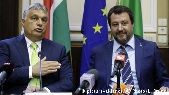 عکس از دویچه وله/ ویکتور اوربان، نخست وزیر مجارستان در کنار ماتئو سالوینی وزیر داخله ایتالیا.