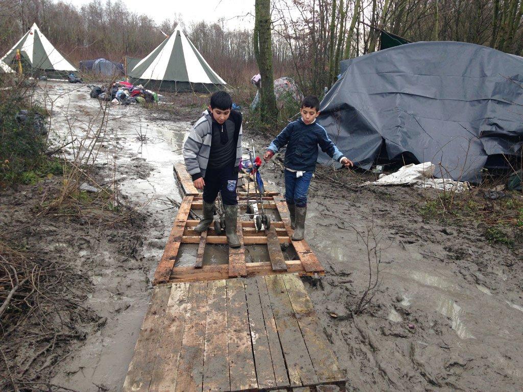 RFI/Alice Pozycki |Le camp pour migrants de Grande-Synthe dans la banlieue Nord de Dunkerque, le 21 janvier 2016.