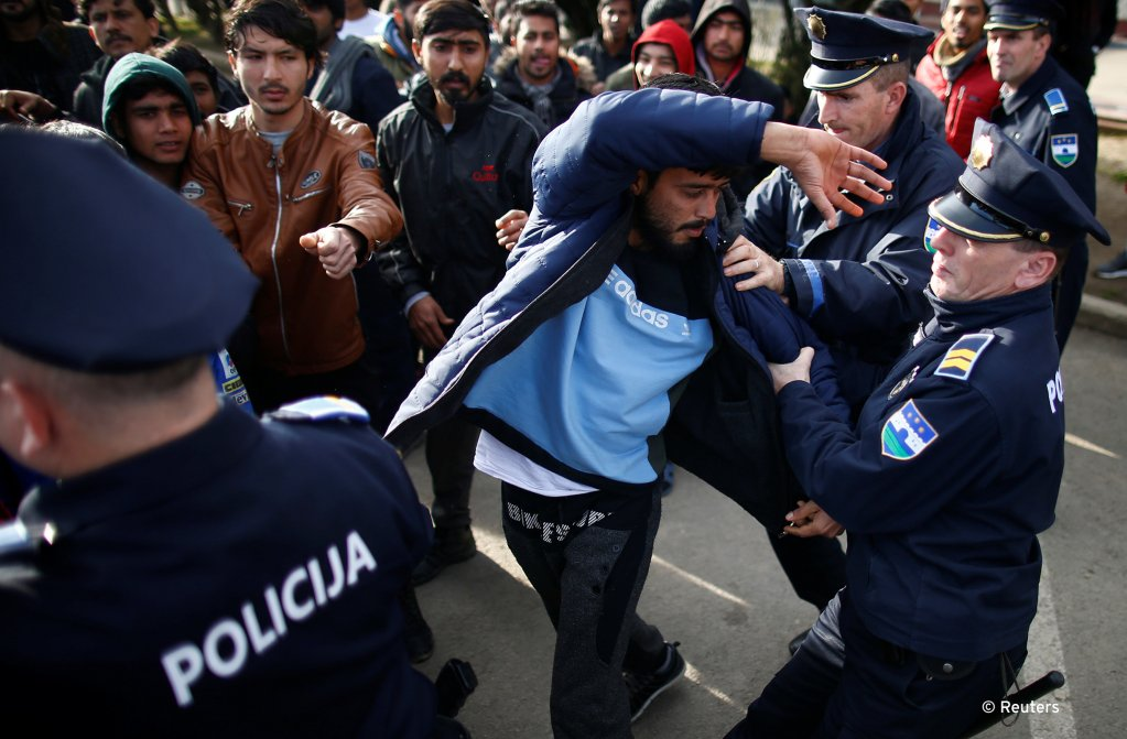 A migrant is detained for trying to block a road in front of the refugee camp Miral in Velika Kladusa, Bosnia and Herzegovina February 15, 2020 | Photo: Reuters /Dado Ruvic