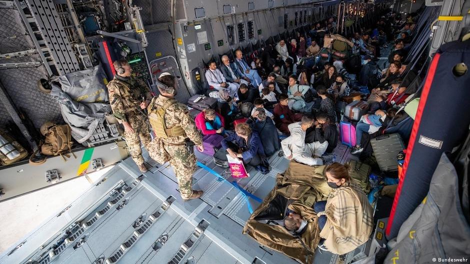 به کمک اردوی آلمان فدرال تا به حال بیش از ۵ هزار تن از افغانستان به آلمان انتقال یافته اند./عکس: Bundeswehr