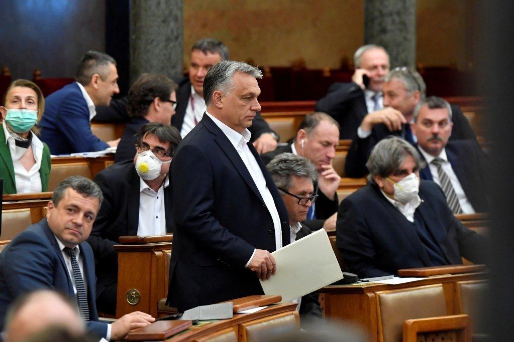 ویکتور اوربان، نخست وزیر مجارستان در جلسه پارلمان این کشور در ۳۰ مارچ ۲۰۲۰. عکس از رویترز