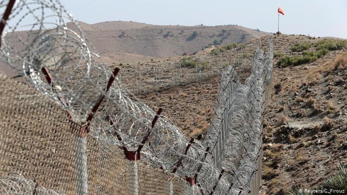 دیوار مرزی متشکل از سیم خاردار میان پاکستان و افغانستان. عکس از رویترز