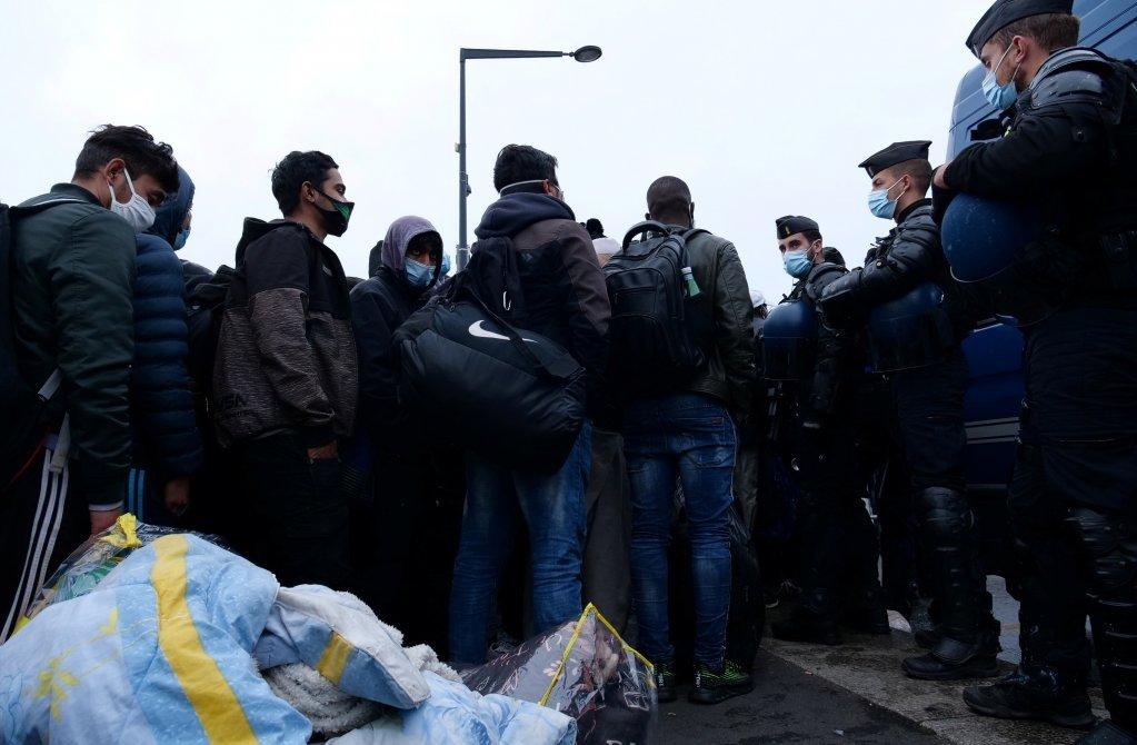 پاریس ته نږدې د سنت دنی کمپ د ویجاړولو عملیات. نومبر ۲۰۲۰ . انځور: آرشیف- رویټرز
