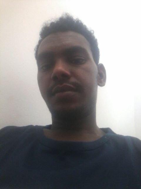 صالح محمود، مهاجر إريتري موجود في أحد مراكز احتجاز المهاجرين في مدينة تاجوراء الليبية. الصورة أرسلها لنا صاحب الشهادة