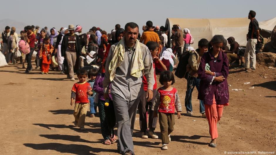 ایزدی ها در حال فرار از مناطق شان