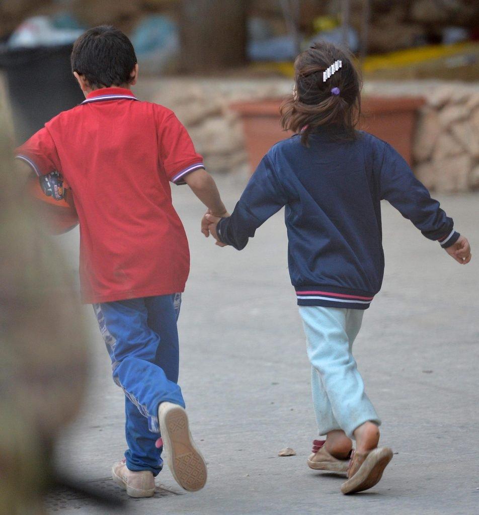 کودکان در شهر لامپدوزا در ایتالیا. عکس تزئینی از انتو فراری، انسا.