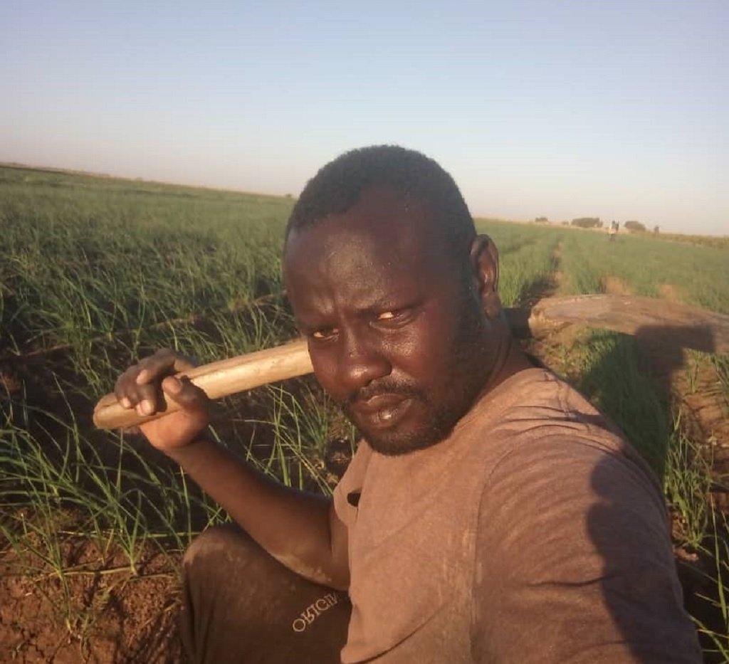 أبو القاسم آدم إدريس، مهاجر سوداني كان في ألمانيا واختار العودة الطوعية إلى بلاده