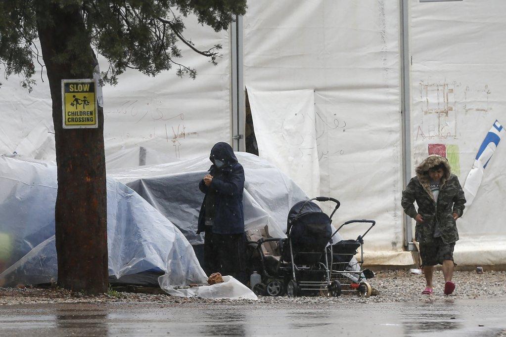 يعيش المهاجرون في مخيم ملقاسا في ظروف قاسية | Photo: picture-alliance/Ayhan Mehmet/AA