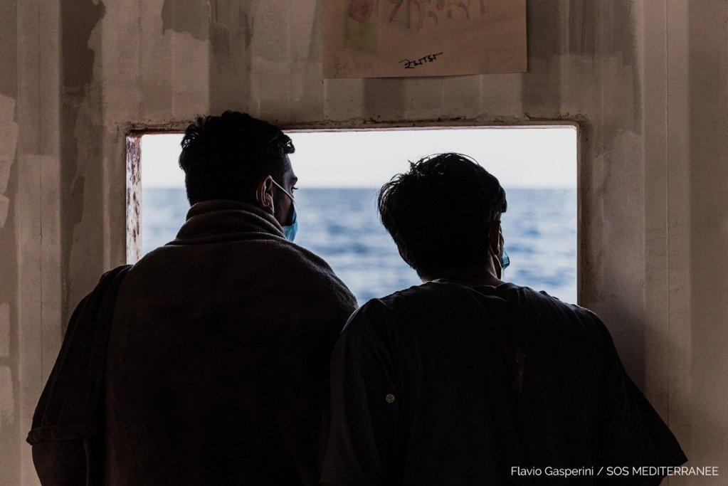 Ces deux rescapés attendent à bord de l'Ocean Viking depuis le 25 juin. Crédit : SOS Méditerranée / Flavio Gasperini