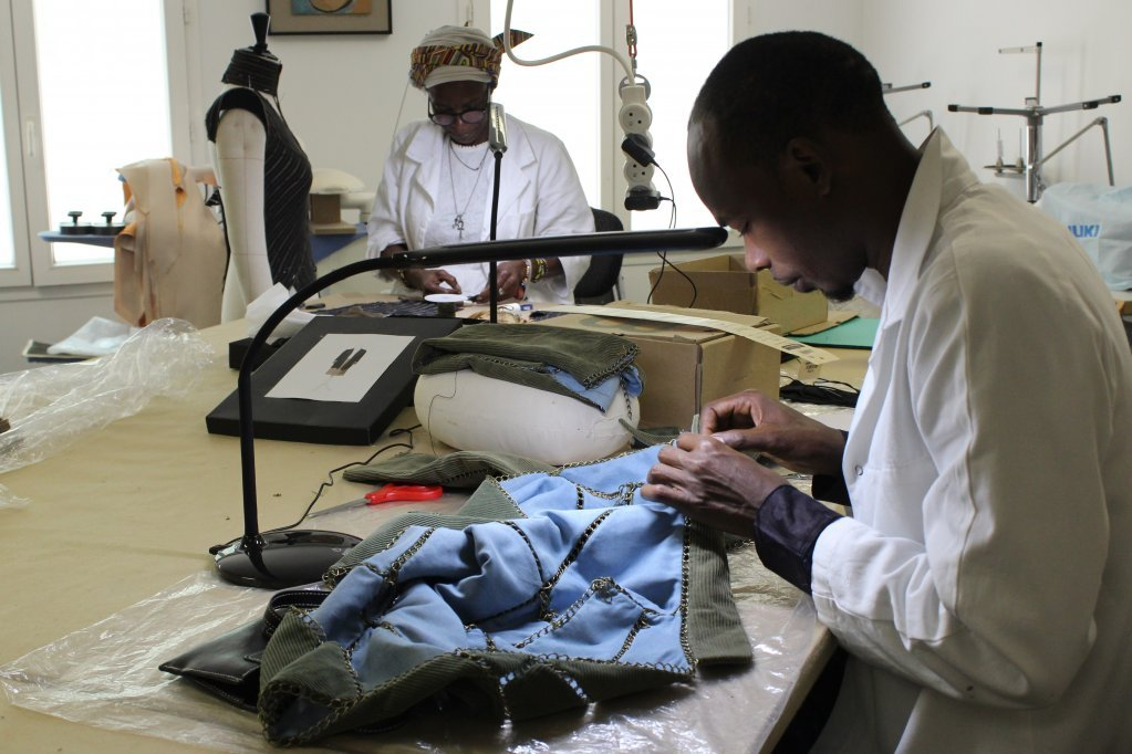 Ibrahima, Guinean refugee, transforms a pair of trousers into a jacket at the Renaissance workshop   Photo: Tiffany Fillon/InfoMigrants