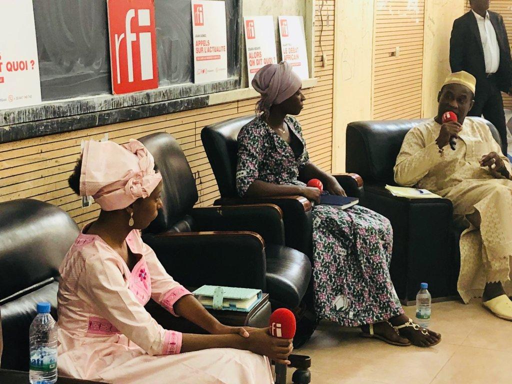 © RFI/Jessica Taïeb |Salimata Mallé, étudiante en médecine ; Khadidja, jeune chercheuse malienne et Yaya Sangaré, ministre des Maliens de l'extérieur.