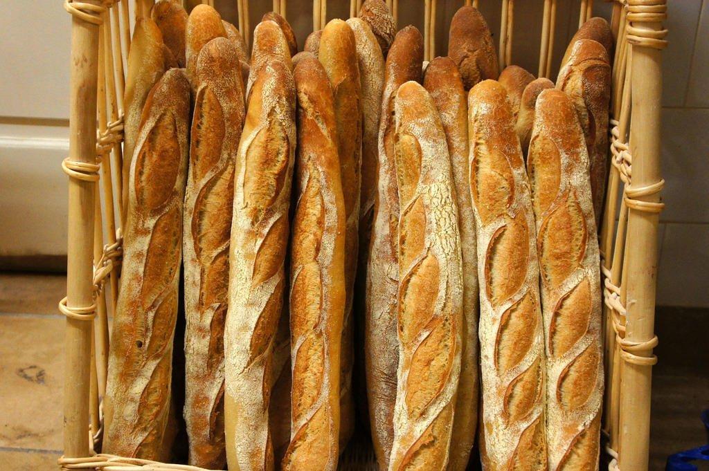 A Malakoff en région parisienne, Moctar, 18 ans, prépare un CAP boulangerie. Mais depuis novembre 2020 et sa majorité, il est visé par une obligation de quitter le territoire français. Crédit : Flickr/Yukiko Matsuoka