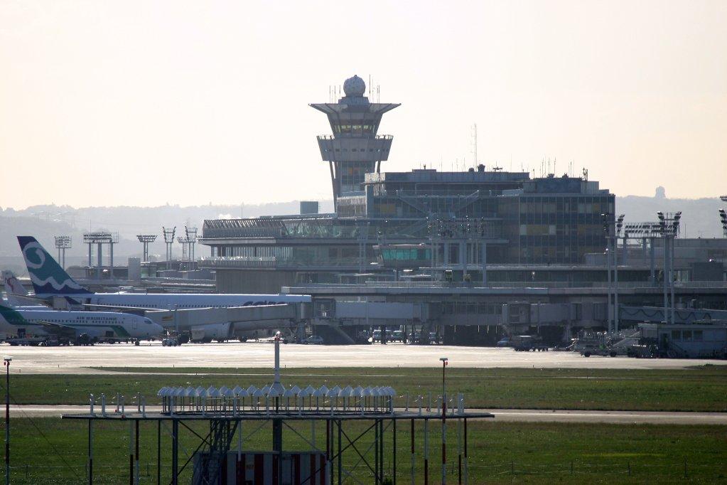 Vue sur la tour de contrôle de l'aéroport d'Orly. Crédit : Wikipedia