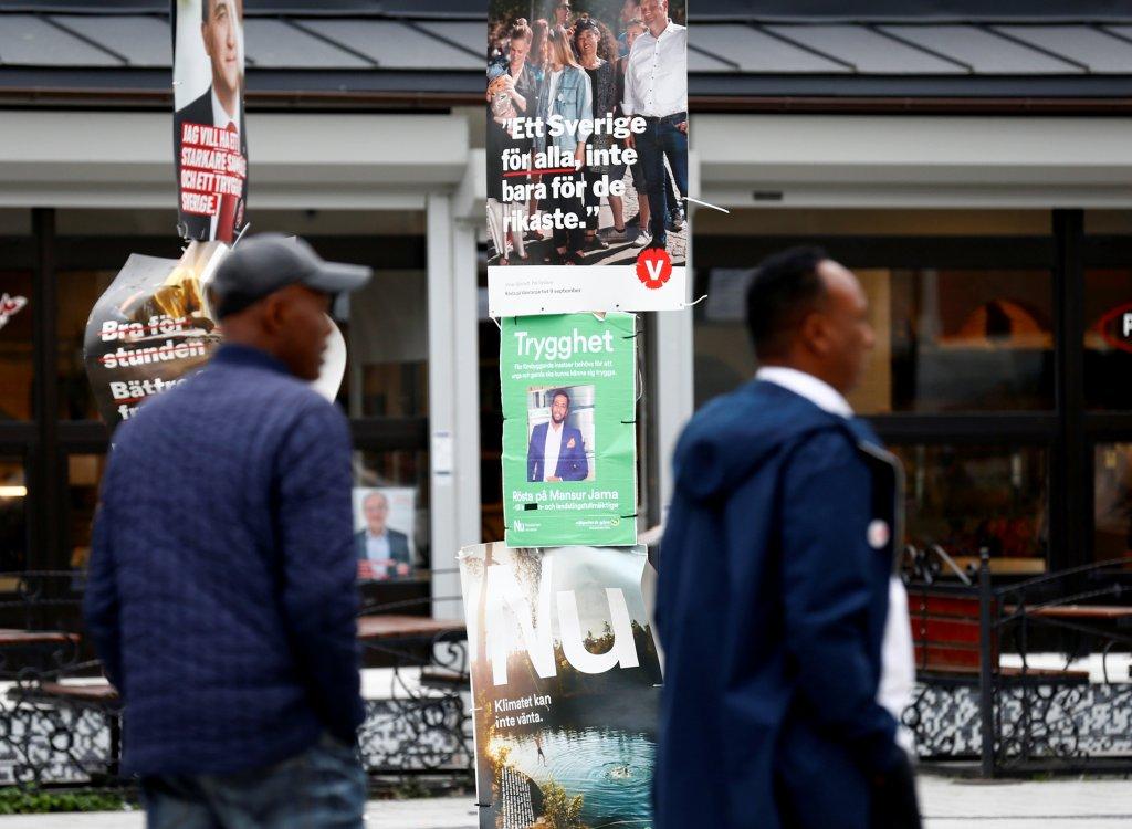 REUTERS/Ints Kalnins |Des affiches de campagne sont visibles dans le quartier de Rinkeby, à Stockolm, le 7 septembre 2018