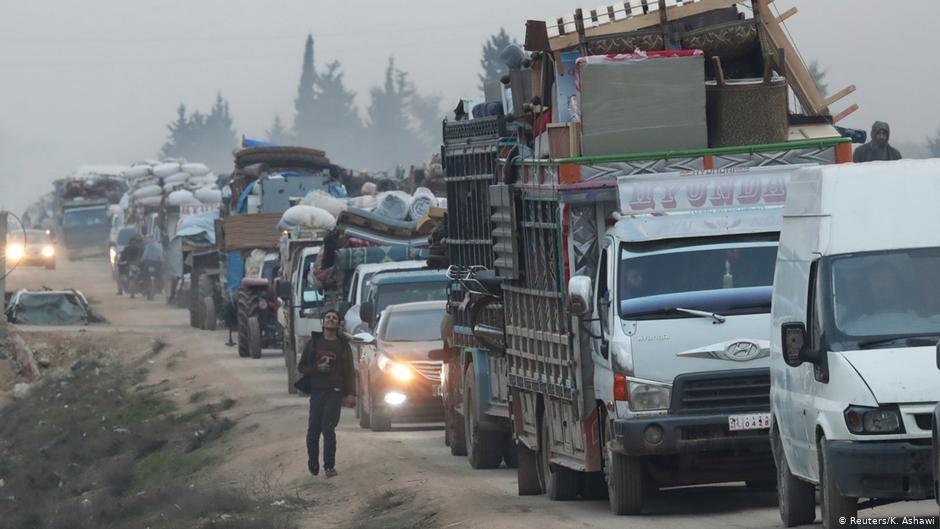 نزوح مئات الآلاف نتيجة المعارك في إدلب