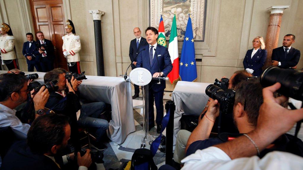 Le premier ministre sortant Giuseppe Conte s'adresse à la presse, après son entrevue avec le président, jeudi 29 août 2019, à Rome. Crédit : REUTERS/Ciro de Luca