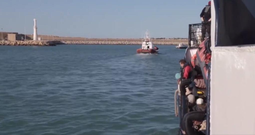 Les 32 migrants secourus par l'Alan Kurdi sont arrivés dimanche 29 décembre à Pozzallo, en Sicile. Crédit : Sea-Eye/Twitter