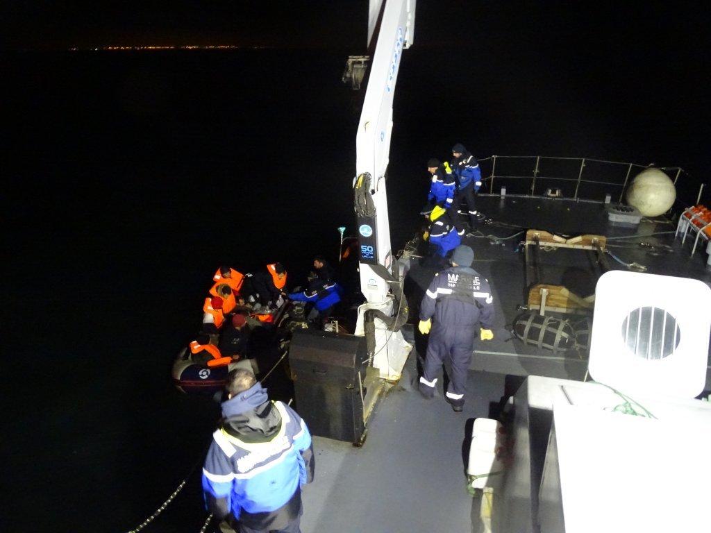 Image du sauvetage de 11 migrants au large de Calais, jeudi 23 janvier. Crédit : gendarmerie maritime