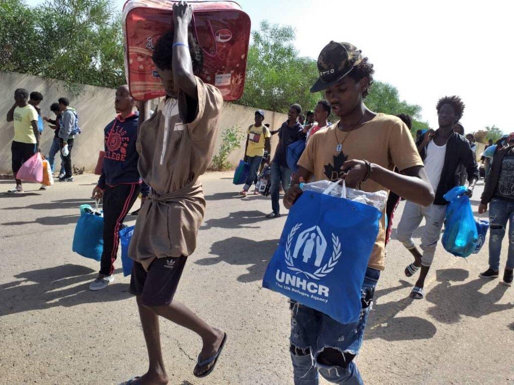 مهاجران مرکز تاجورا بعد از  چهل کیلومتر پیاده روی خود را به مرکز مهاجران در طرابلس رسانیدند. عکس DR