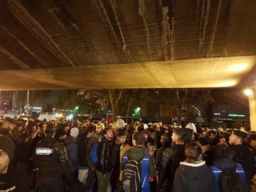 عملیات تخلیه کمپهای شمال پاریس، روز هفتم نومبر ٢٠١٩. عکس از مهاجر نیوز