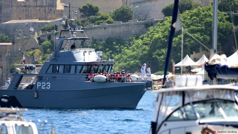 Patrol boats carrying migrants rescued by the Alan Kurdi vessel enter the Maltese harbor | Photo: Reuters/M.Zammit Cordina