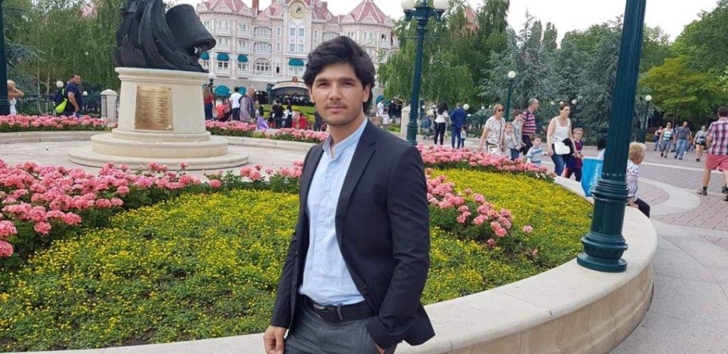 مطیع الله افضل مهاجر افغان از سه سال به اینسو در فرانسه زندگی می کند. عکس: حق کاپی محفوظ است