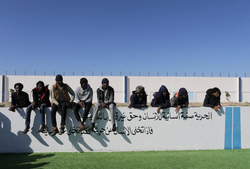 مهاجرون في بنغازي/رويترز