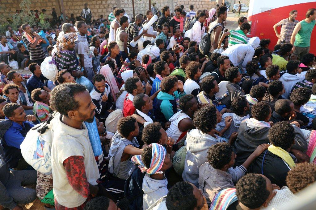 مهاجرون في مراكز الاحتجاز الليبية/رويترز