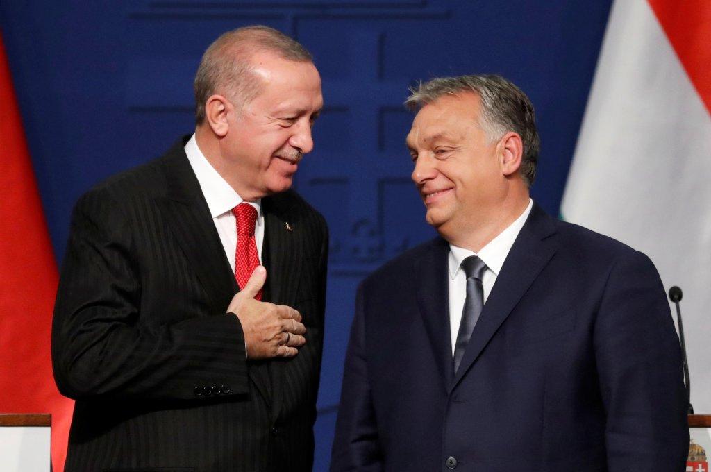 رويترز |الرئيس التركي رجب طيب أردوغان والرئيس المجري أوربان، في بودابست 7 نوفمبر/تشرين الثاني