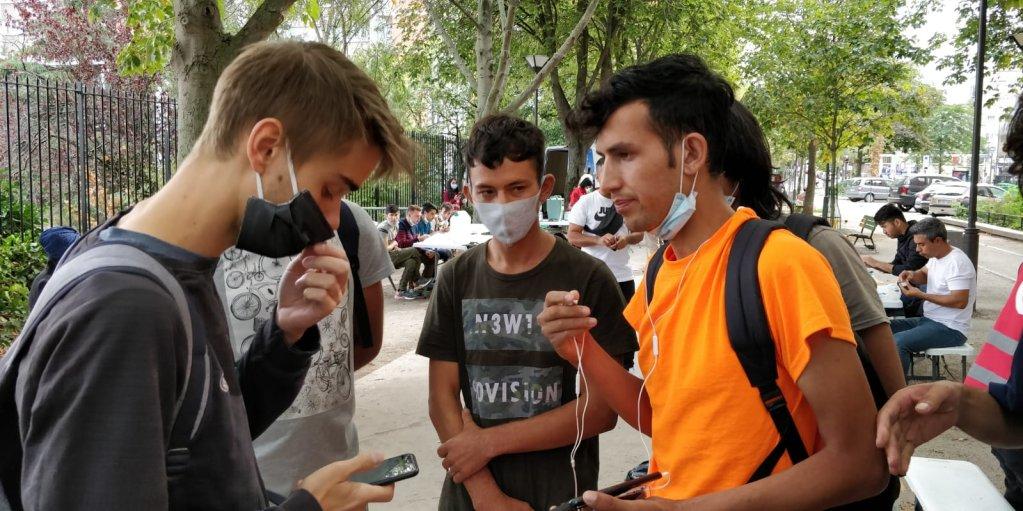 Des demandeurs d'asile afghans dans le nord de Paris, en septembre 2020. Crédit : InfoMigrants