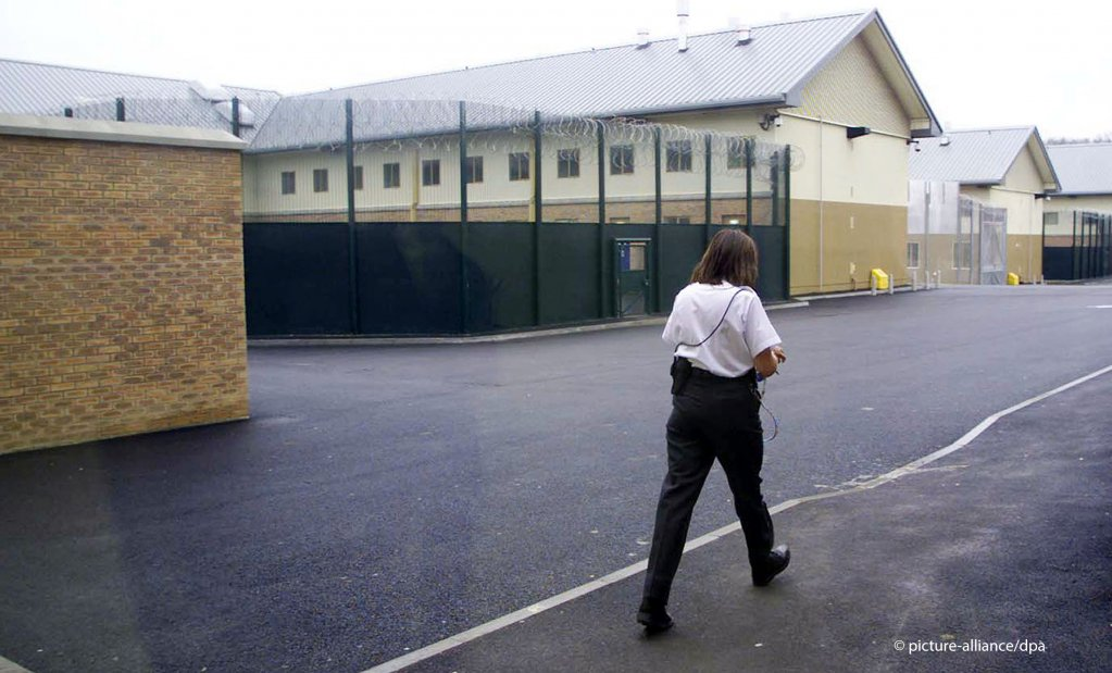 Anxiety is running high among women in Yarl's Wood immigration detention centre, Wednesday August 12, 2015 | Photo: S. Dempsey/picture-alliance