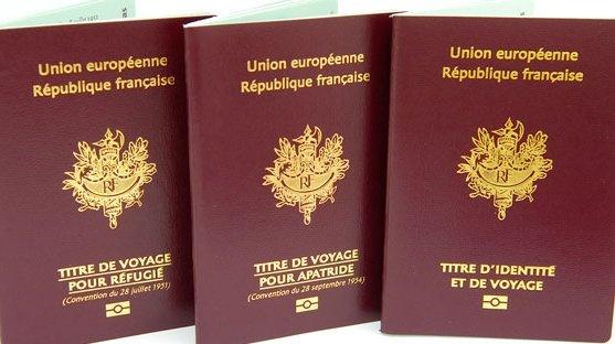 وثيقة سفر اللاجئ في فرنسا. الحقوق محفوظة.