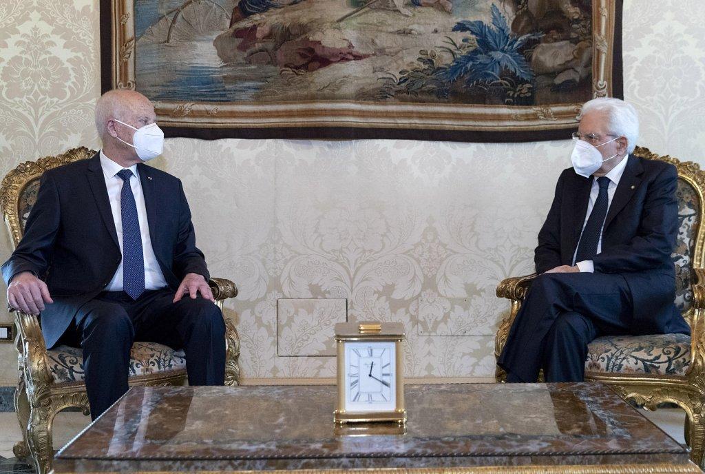 الرئيس الإيطالي سيرجيو ماتاريلا خلال المحادثات مع نظيره التونسي قيس سعيد. المصدر: أنسا / باولو جياندوتي.