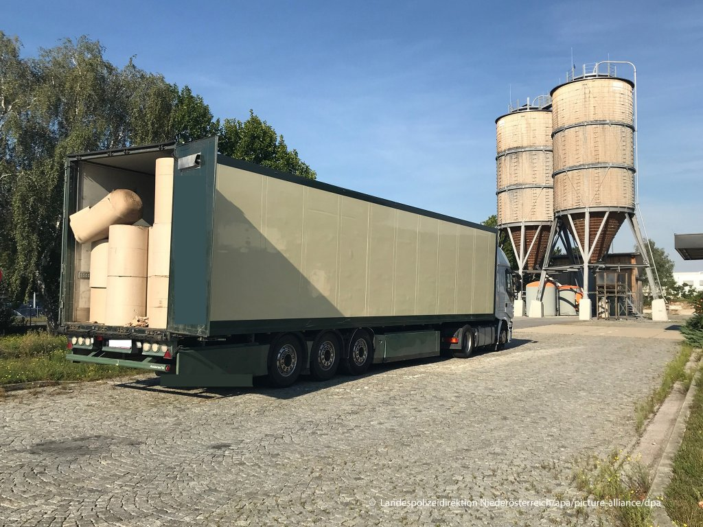 Six children were among the migrants in the back of a refrigerated truck found in Bruck an der Leitha, Lower Austria on 10 September, 2020 | Photo: picture-alliance