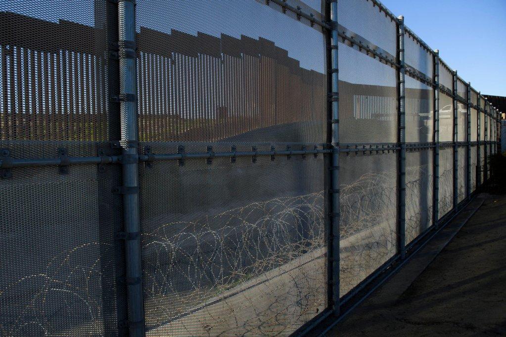 Une portion du mur frontalier entre les États-Unis et le Mexique, ici à San Ysidro, dans la ville San Diego, en Californie. Crédit : AFP