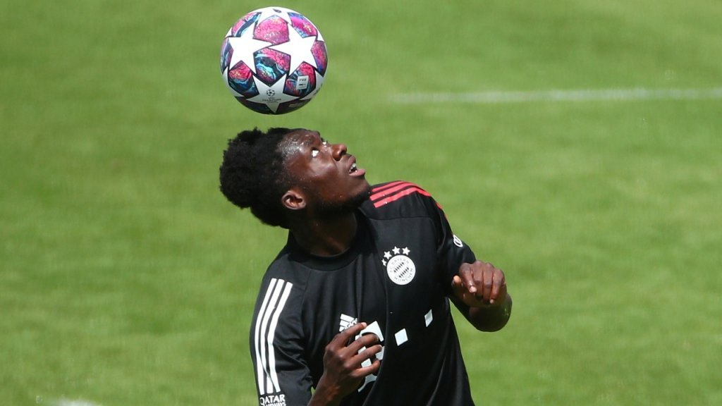 The defender Alphonso Davies is one of the stars of Germany's Bayern Munich soccer club | Photo: Michael Dalder/Reuters