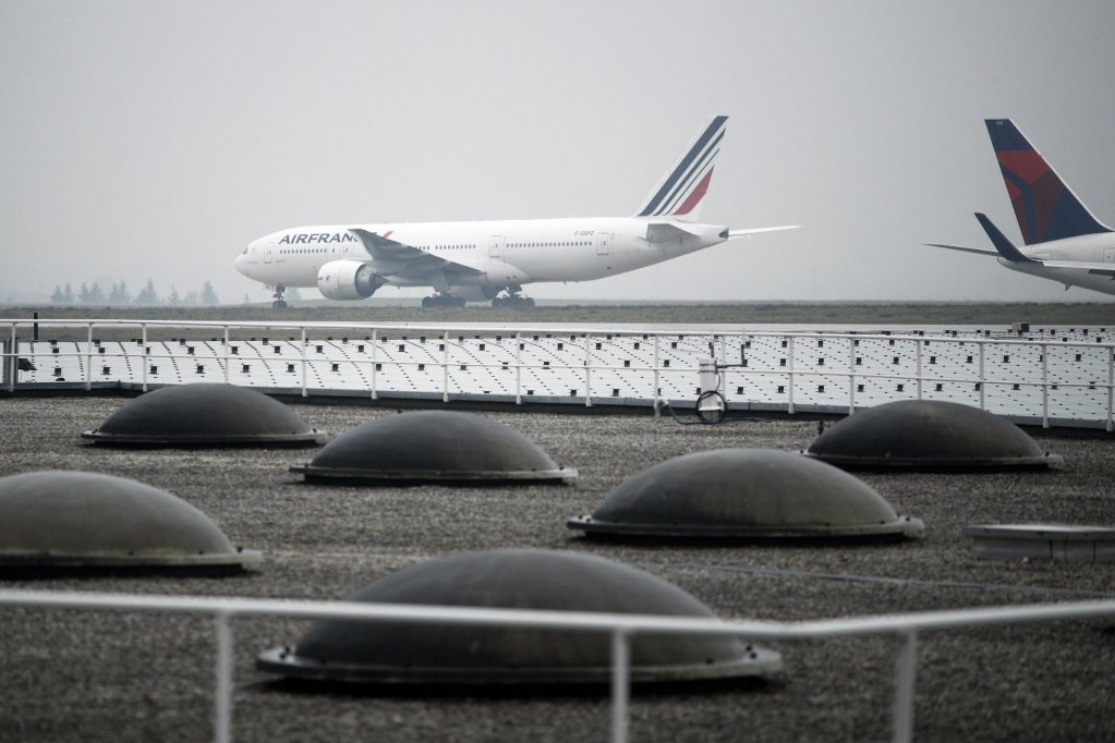 Aircrafts roll on the taxiway at Roissy airport outside Paris, France | Photo: EPA/YOAN VALAT