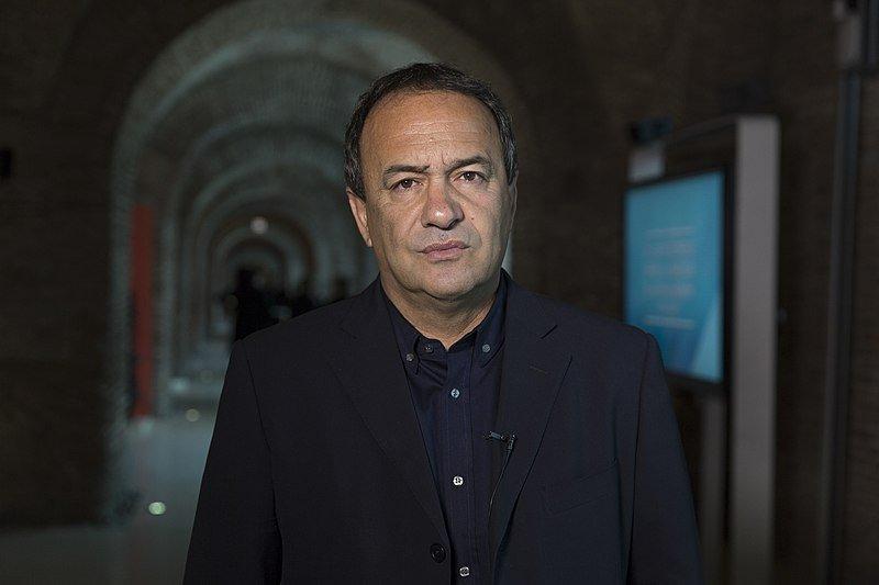 Dialogues mondiaux, migrants et réfugiés/wikimedia.org |Domenico Lucano, l'ancien maire de Riace, est accusé d'aide à l'immigration illégale.