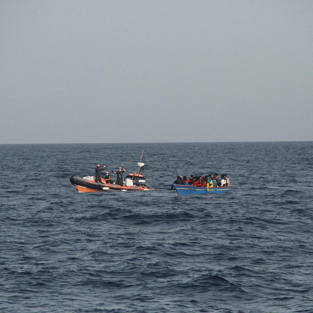 """طاقم سفينة """"سي آي"""" ينفذ عملية إنقاذ في المتوسط، الأربعاء 1 أيلول/سبتمبر 2012. المصدر: منظمة """"سي آي"""""""