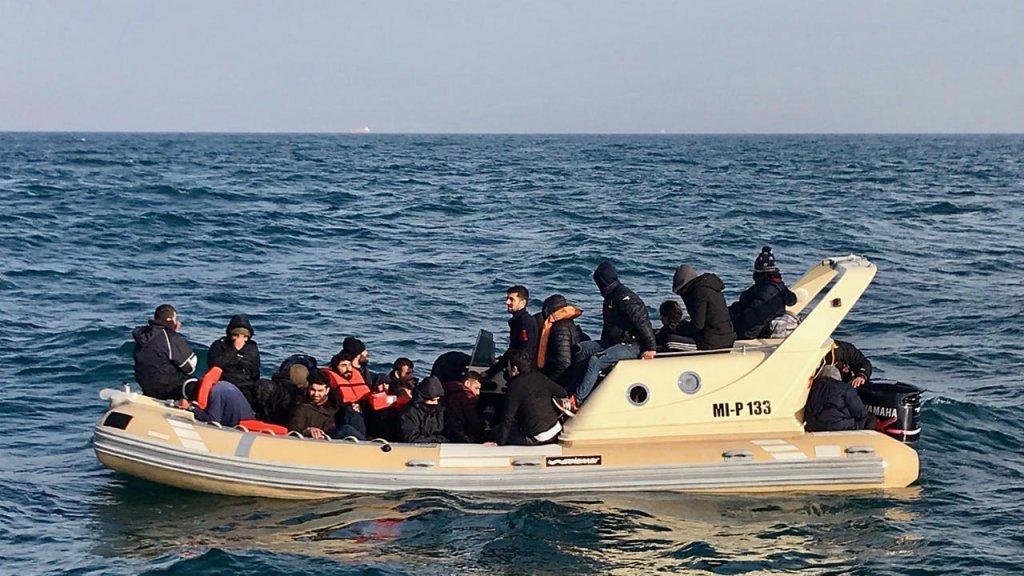 قارب مهاجرين في بحر المانش. أرشيف
